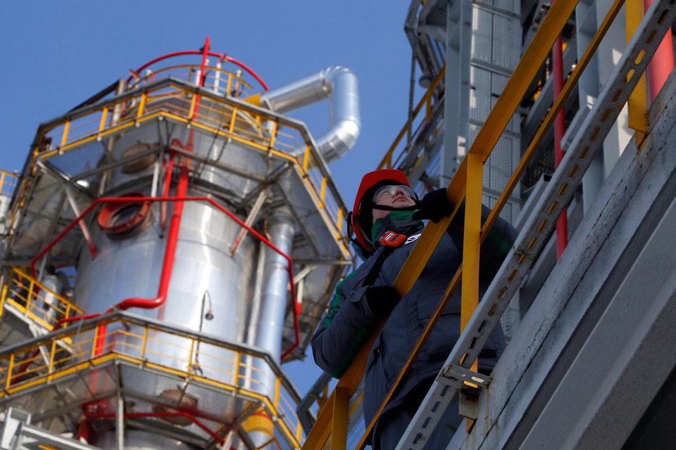 Менеджмент «Башнефти» считал целесообразным продать около 10% на бирже, а остальное - стратегическому инвестору