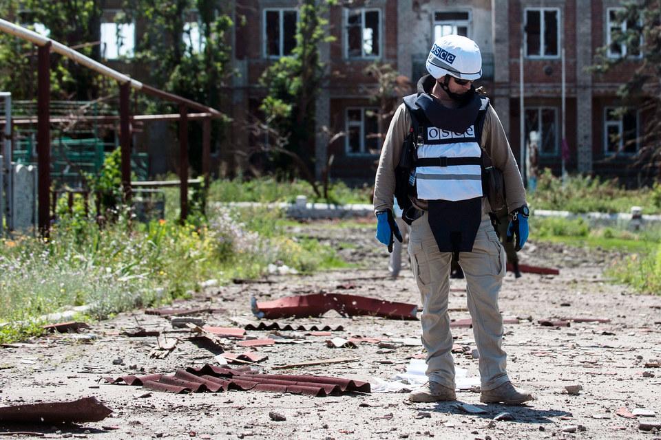 Сейчас мониторинговая миссия ОБСЕ на Украине является гражданской и невооруженной