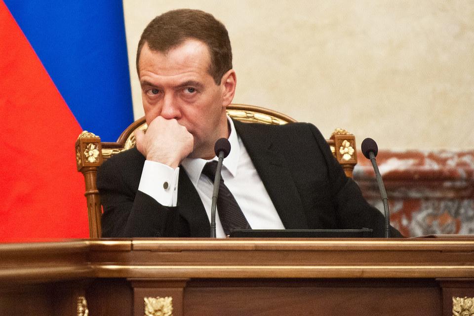 Медведев посоветовал критикам Минэкономразвития прогнозировать точнее