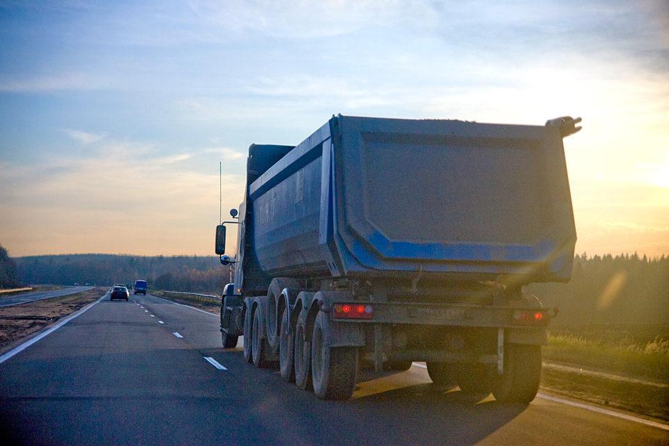 Минфин хочет повысить транспортный налог на старые грузовики и автобусы
