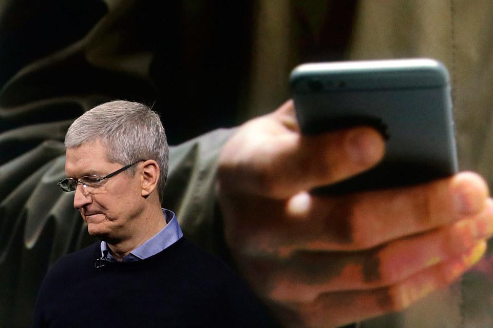 Тим Кук пообещал, что и рынок смартфонов, и корпорация вернутся к росту