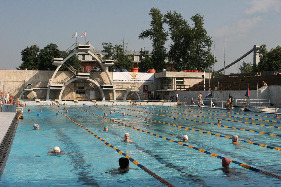 Бассейн «Чайка» был построен к Всемирному фестивалю молодежи и студентов в Москве в 1957 г.