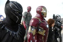 Капитан Америка (слева) высокоморален, но Железный человек Тони Старк гораздо умнее