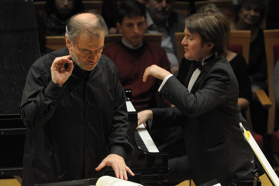Скупой жест Валерия Гергиева (слева) объединит фестивальную программу