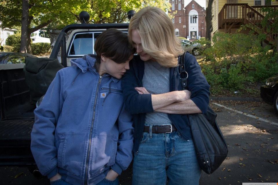 Эллен Пейдж (слева) и Джулианна Мур – красивая пара, но в любовь их героинь поверить трудно