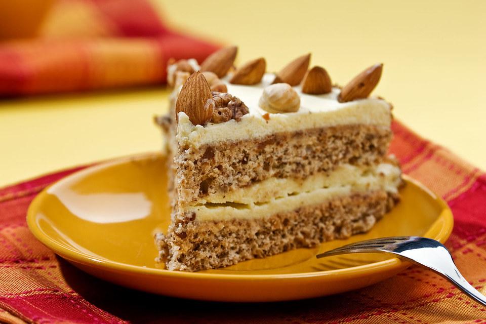 По нынешним правилам миндаль считается менее здоровой пищей, чем пирог с яблоками