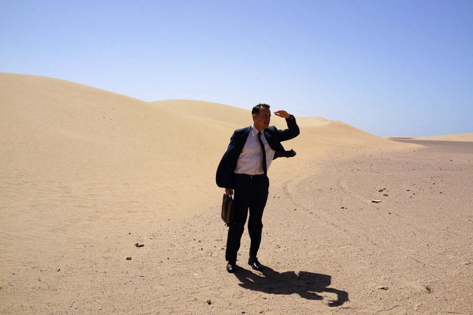 Потерянный герой Тома Хэнкса находит себя в пустыне