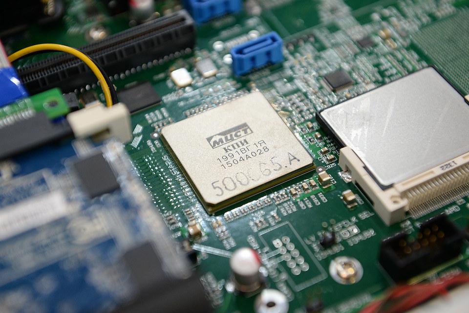 Серверы «Эльбрус-4.4» разработаны в России. В этом их конкурентное преимущество