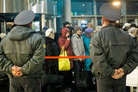 В письме Медведеву Янковек призывает, чтобы безопасность в зонах общего доступа обеспечивали и несли за нее ответственность силовые структуры, а не операторы аэропортов