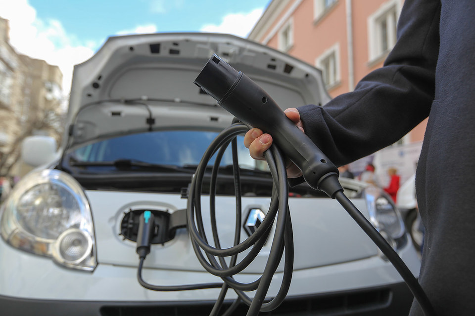 Продлить льготы для электромобилей в 2015 г. предлагала Renault