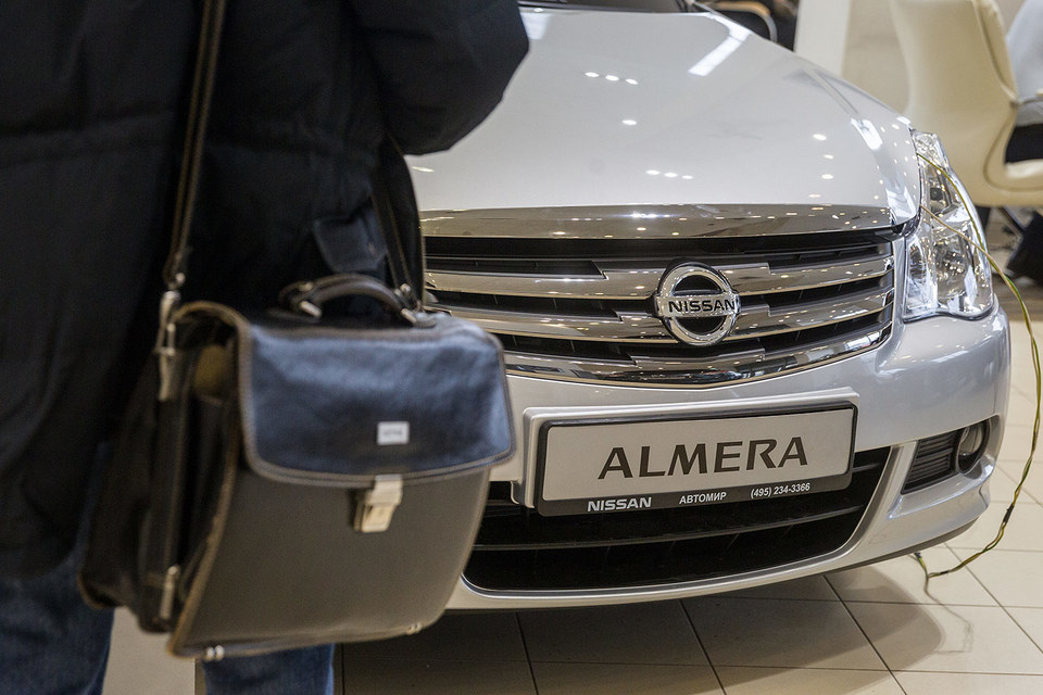Продажи Nissan в Петербурге сократились почти наполовину
