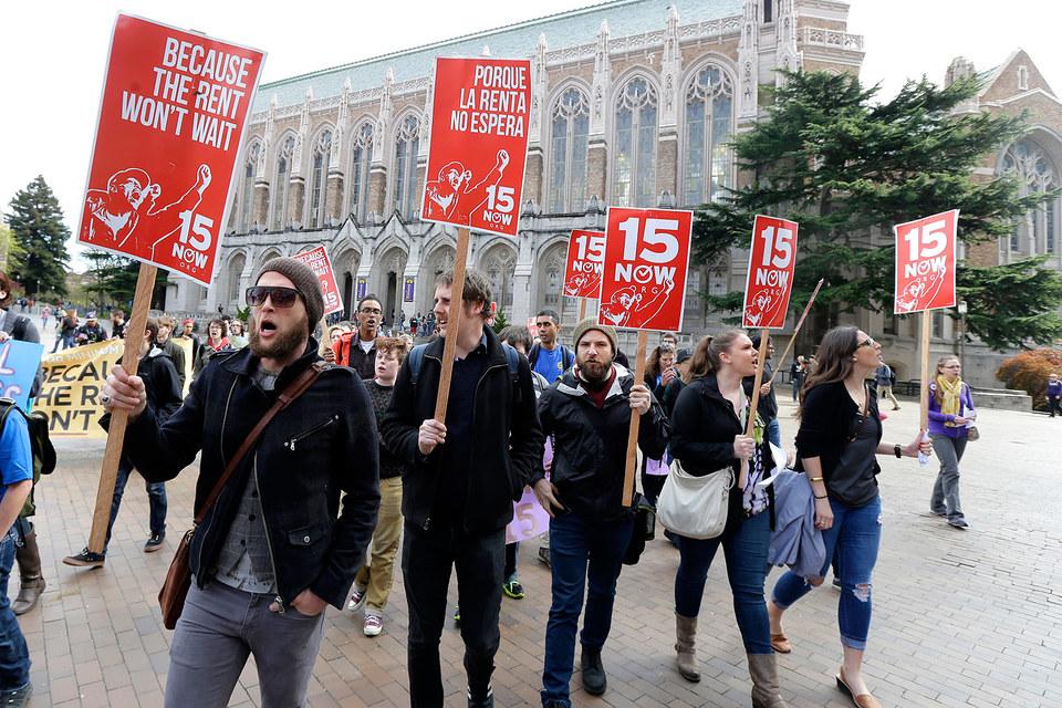 В США растет число сторонников повышения минимальной зарплаты