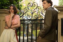 Вуди Аллен в новом фильме выдал в партнере Кристен Стюарт (слева) своего альтер-эго в исполнении Джесси Айзенберга