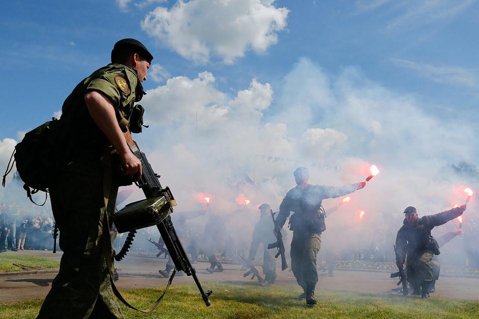 В связи с активизацией НАТО есть планы по развертыванию в Калининградской области дополнительных общевойсковых соединений
