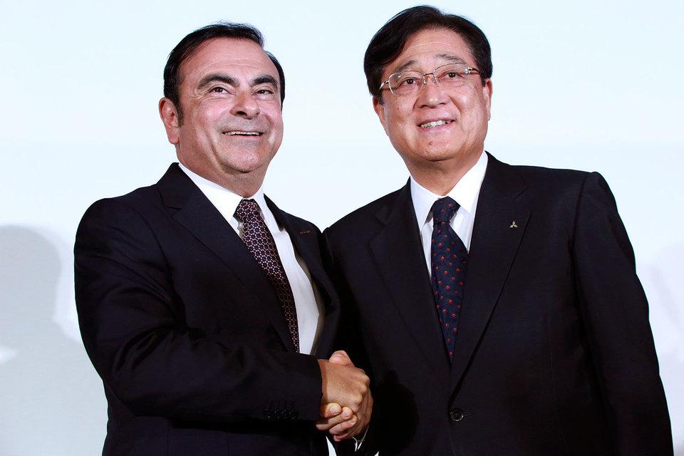 Президент альянса Renault-Nissan Карлос Гон и председатель правления и гендиректор Mitsubishi Motors Осаму Масуко