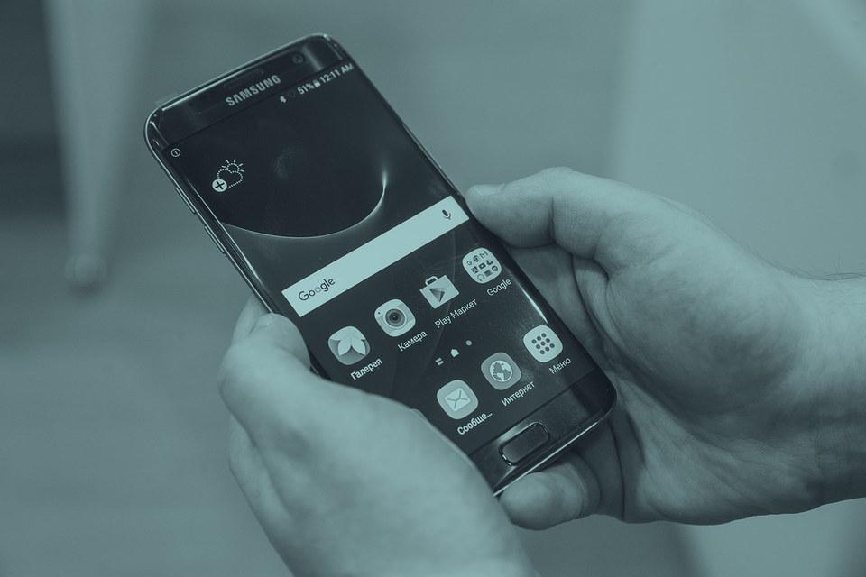 Удивительно, что всех так взволновали именно мобильники