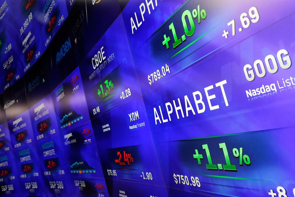 После преобразования Google стал торговаться на бирже как Alphabet