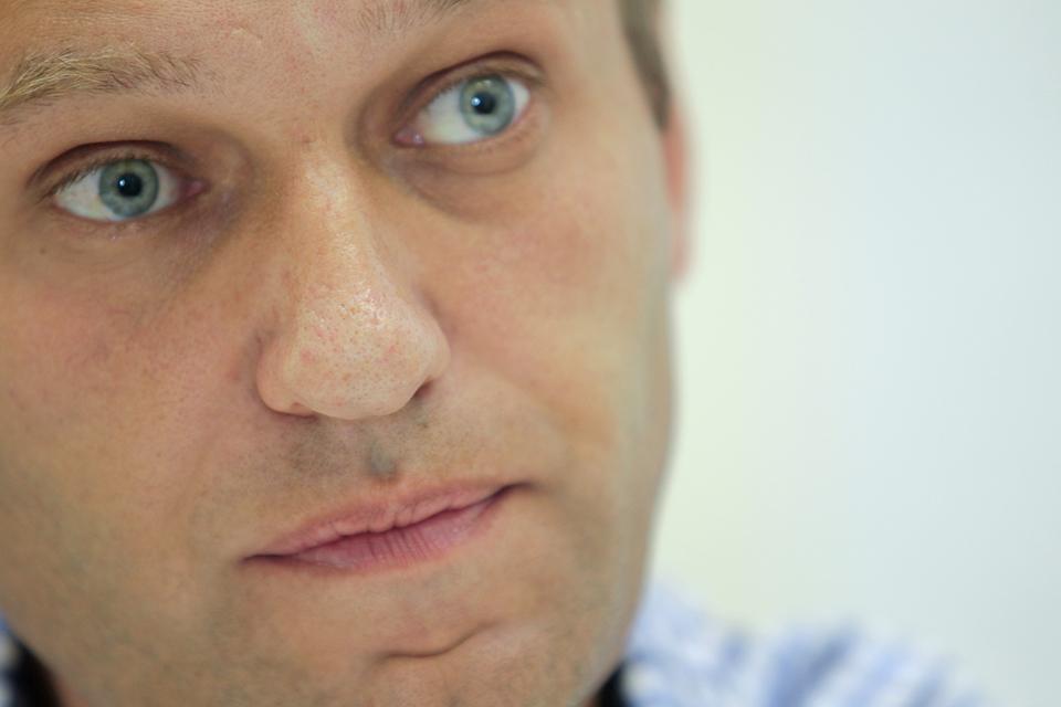 «Я бороду сбрил сегодня утром, как чувствовал. Не помогло», - написал Навальный