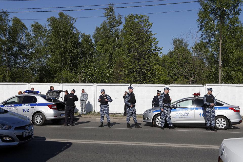 Один сотрудник полиции погиб при пресечении массовой драки на Хованском кладбище в Москве