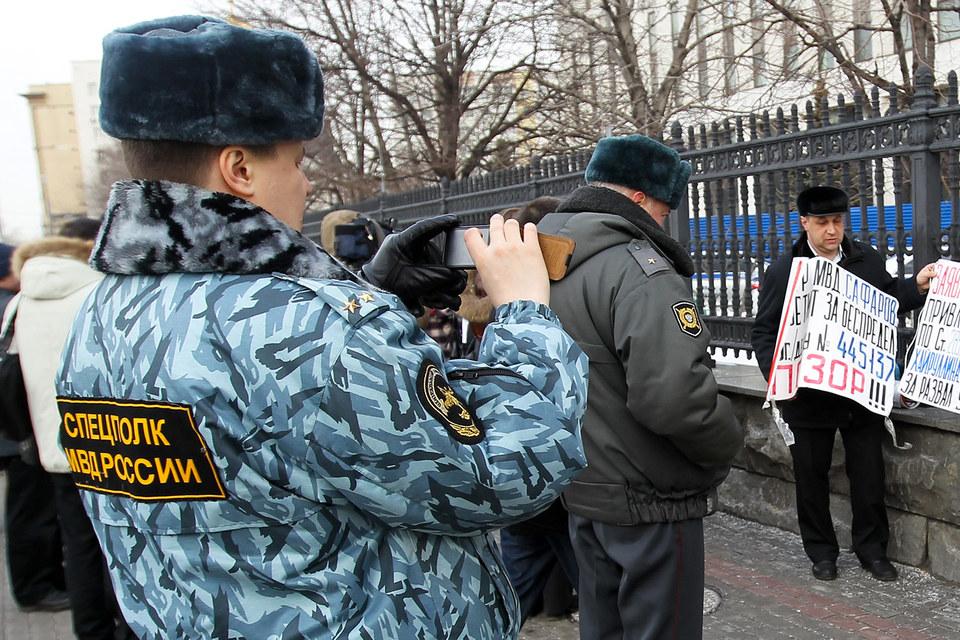 Гражданские активисты все чаще становятся объектом слежки, считают правозащитники