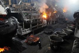 Главный пролет плавильного цеха Медного завода в центре Норильска