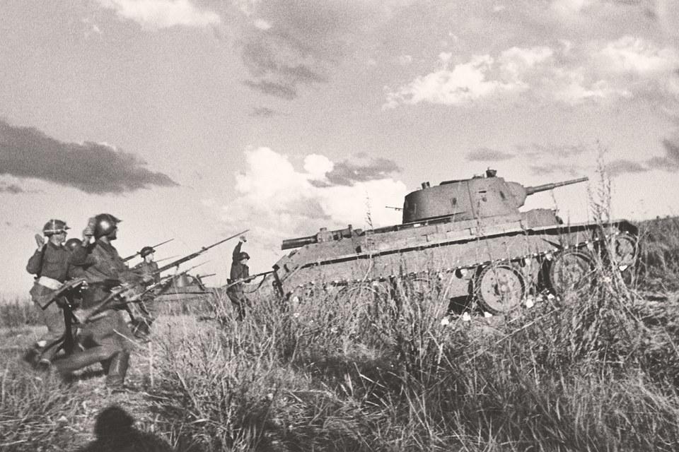 Советские танки БТ-7