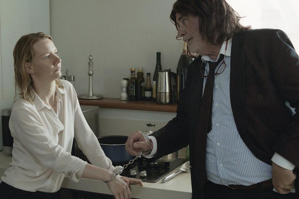 Герой «Тони Эрдманна» пытается вернуть связь с дочерью экстравагантными способами