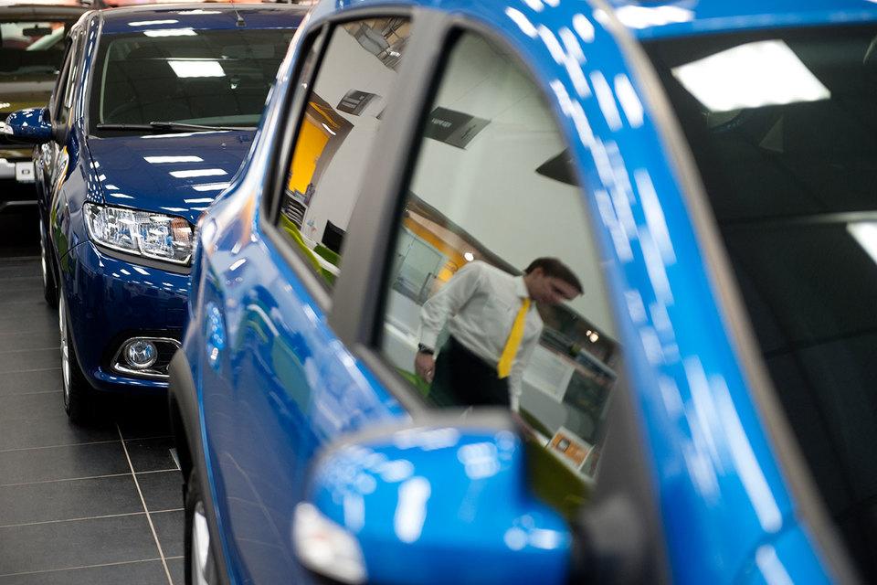 Спрос на легковые автомобили в России сокращается с 2013 г.