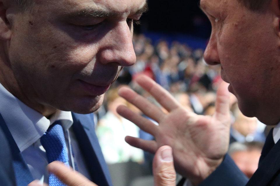Предправления «Газпрома» Алексею Миллеру (справа) удалось найти  объяснение, почему нужно сократить платеж в бюджет (слева – министр финансов Антон Силуанов)