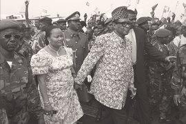 Редкие примеры качественного управления в автократиях могут быть суммированы высказыванием Дани Родрика: «На каждого Ли Кван Ю в Сингапуре приходится много Мобуту в Конго»
