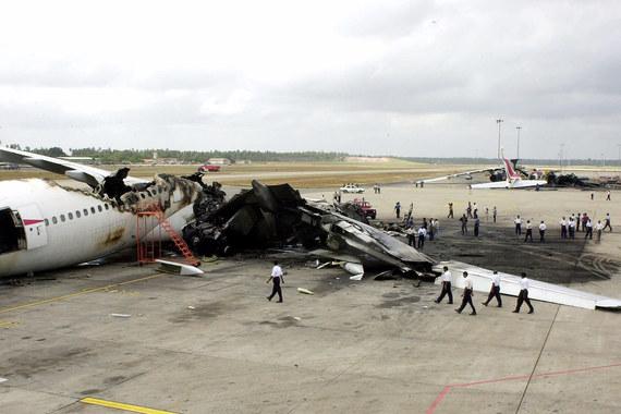 В 2001 г. террористы уничтожили 6 гражданских и 8 военных самолетов в аэропорту Шри-Ланки. Шесть человек погибли. Страховые компании выплатили $533 млн компенсации