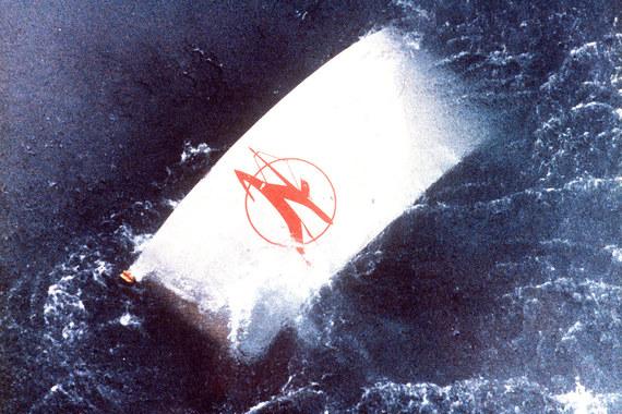 Взрыв, прогремевший над Атлантическим океаном на борту самолета авиакомпании Air India в 1985 г., унес жизни 329 человек. Страховая компания выплатила $329 млн компенсации