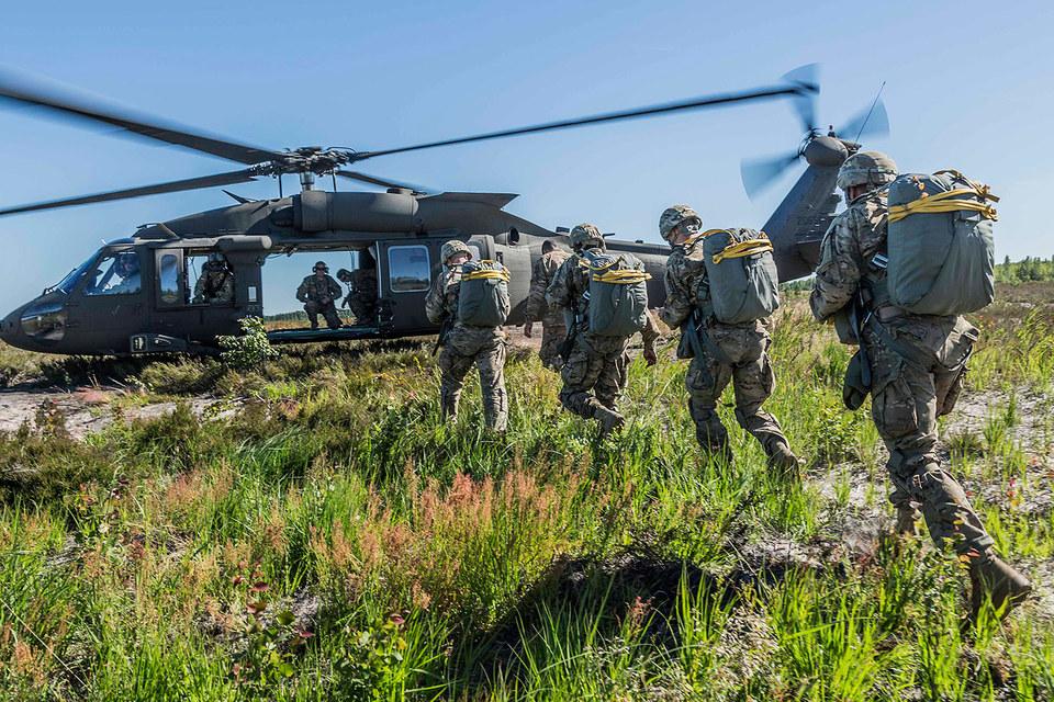 Политика НАТО по отношению к России не претерпит существенных изменений, заявил Йенс Столтенберг