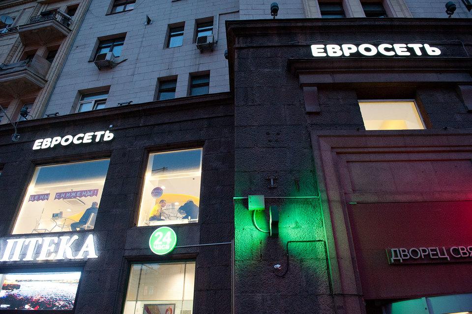 «Мегафон» и «Вымпелком» владеют «Евросетью» на паритетной основе и обсуждают разделение ее бизнеса на две части, рассказали ранее «Ведомостям» сразу три человека