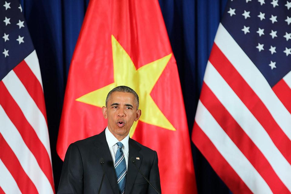 """«Соединенные Штаты полностью снимают запрет на поставки оружия Вьетнаму, который действовал целых 50 лет"""", - сказал Барак Обама"""