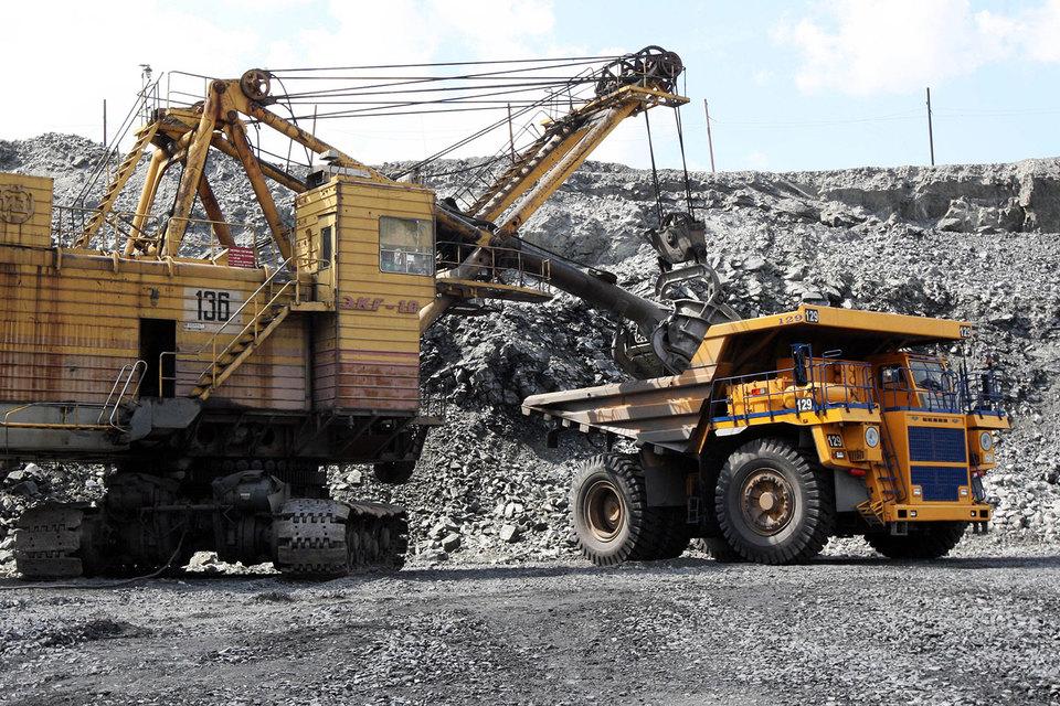 Цены на железную руду росли недолго. С начала мая сырье снова стремительно дешевеет