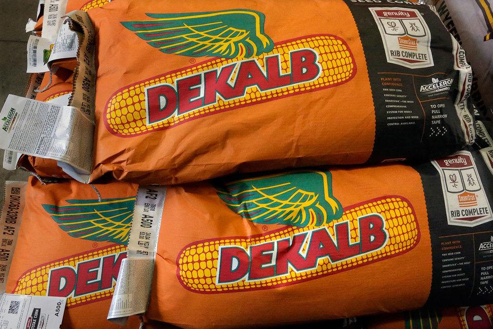 Monsanto — американский производитель гербицидов и генно-модифицированных семян кукурузы, сои, хлопка