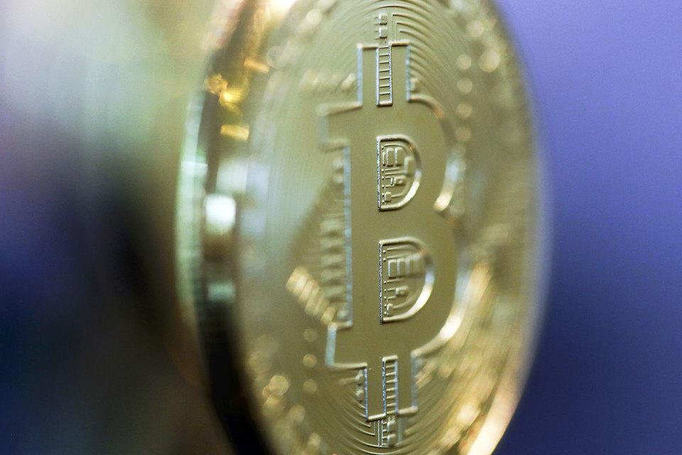 Популярность биткоина связана со скоростью заключения сделок и их анонимностью