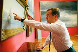 Дмитрий Медведев в картинной галерее Айвазовского в Крыму