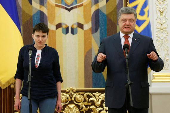 Президент Украины Петр Порошенко вручил Надежде Савченко орден Героя Украины