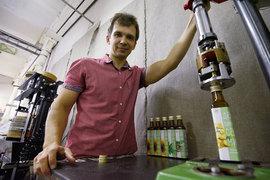 Павел Жилин впервые увидел, как делают масло, в гостях у друзей. Технология простая – семечки, пресс, кадки ибутылки