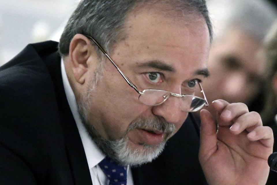 Русскоговорящий выходец из Молдавии Либерман в прошлом возглавлял МИД в двух кабинетах Биньямина Нетаньяху