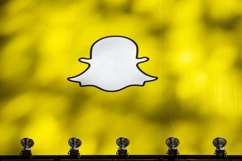 Сервис Snapchat позволяет пользователям обмениваться мультимедийными сообщениями, самоуничтожающимися после небольшого промежутка времени