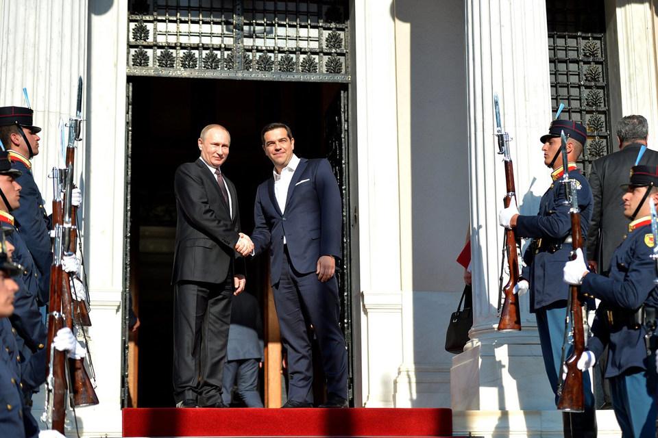 Путин встретился в пятницу с Ципрасом в Афинах