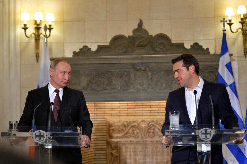 Завершая свой визит в Грецию, Путин заявил о готовности сотрудничать с ЕС в целом и с каждой страной в отдельности «вне зависимости от контекста политических отношений»