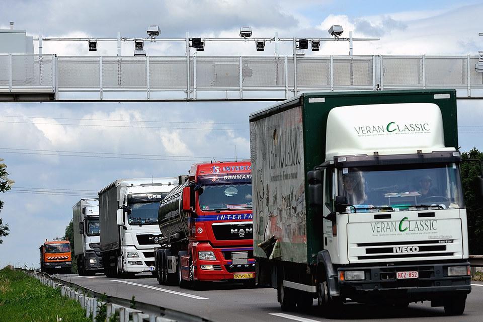 Во Франции контрольные арки на дорогах остались дорогими памятниками неудавшемуся эксперименту