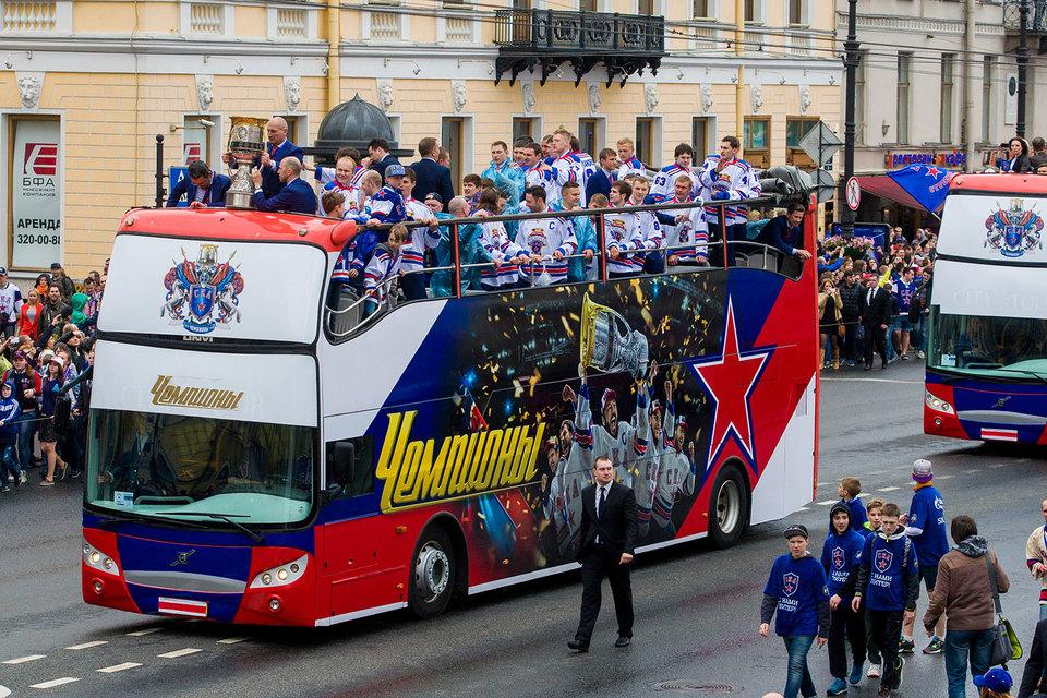Болельщики ХК СКА, который в прошлом сезоне выиграл кубок Гагарина, проявили лояльность
