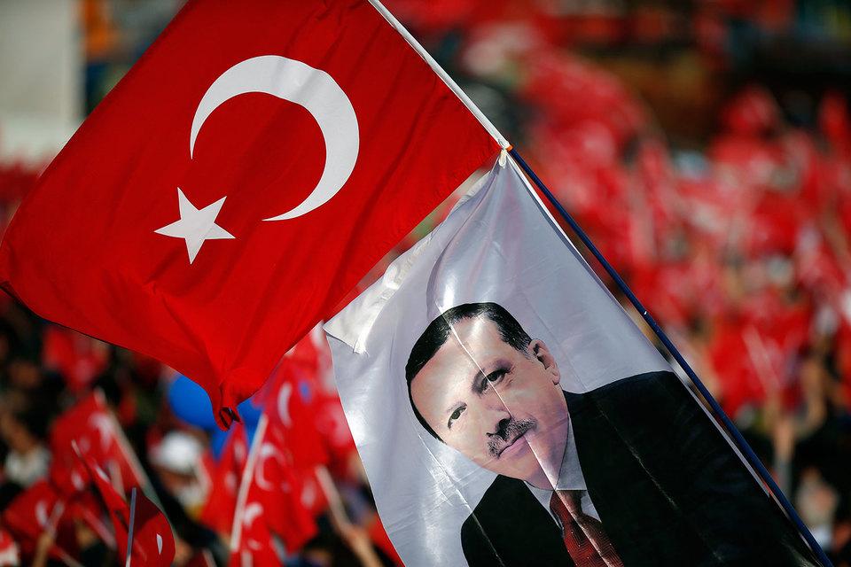 Путин ранее заявил, что Россия хочет возобновить отношения с Турцией и ждет конкретных шагов Анкары в этом направлении, но пока их нет
