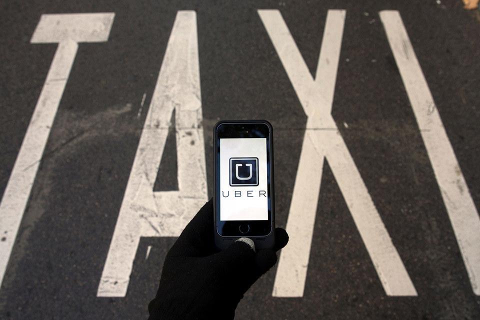 Британские власти благосклонно относятся к Uber, а во Франции один из ее сервисов считается незаконным