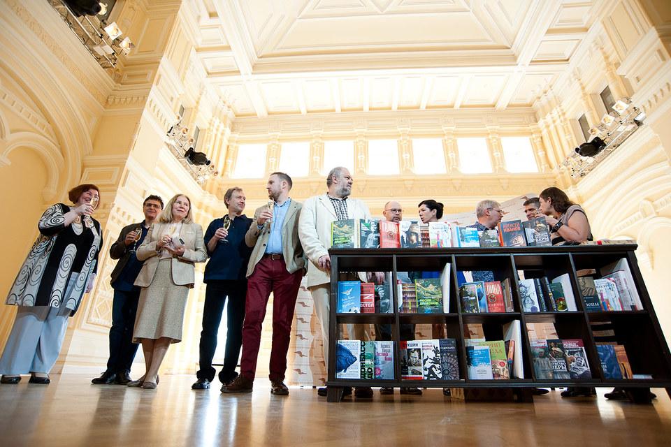 На литературном обеде в ГУМе на сцену вызвали финалистов премии «Большая книга»